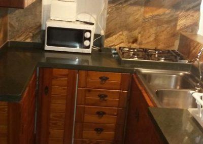 casasruralescastril-cocina-barra-casa3