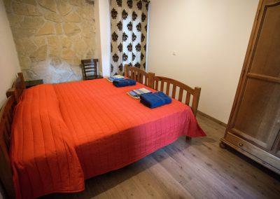casasruralescastril-dormitorio-cama-doble-casa2