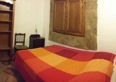 casasruralescastril-dormitorio-cama-doble-casa3