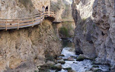 El Sendero de la Cerrada del Rio Castril, las Pasarelas bordeando el pueblo
